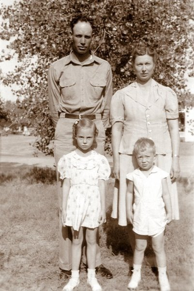 Herman and family, 1942
