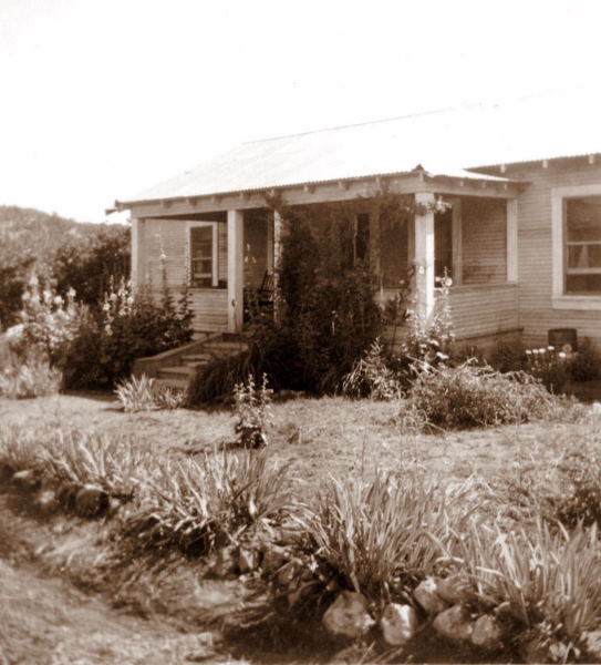 1945-08-01 The Harland farm near Biscuit Hill