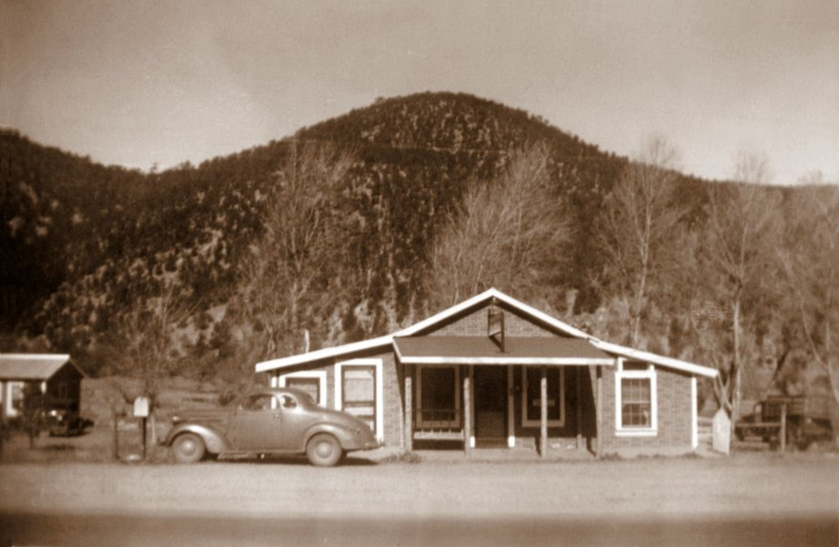 1945-10 The Hollywood Inn in Ruidoso
