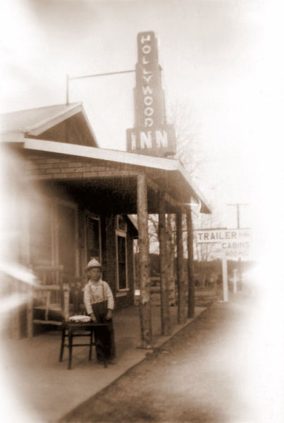 1946-04 A.J. in front of the Hollywood Inn