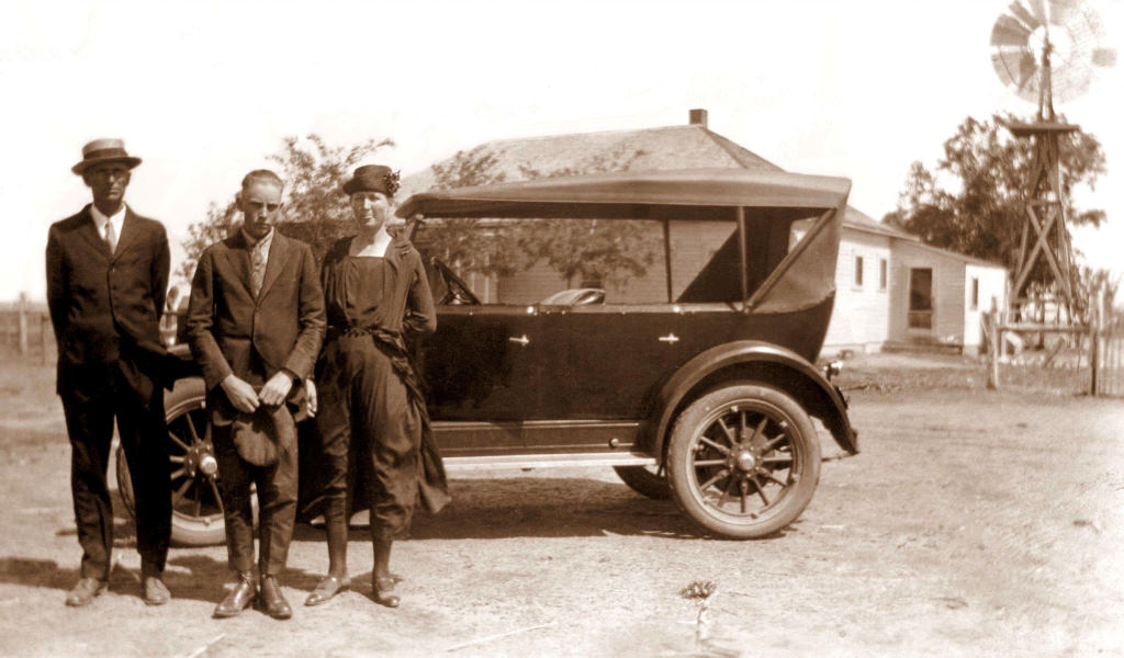 Rudi leaving for college, 1923